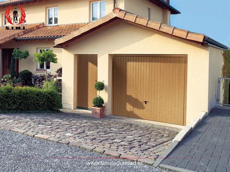 Puerta garaje basculante de madera simi seguridad - Puertas de garaje de madera ...